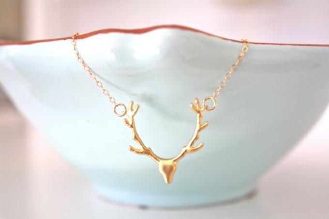 gold deer antler necklace | by ava hope designs | https://emmalinebride.com/wedding/deer-antler-necklace