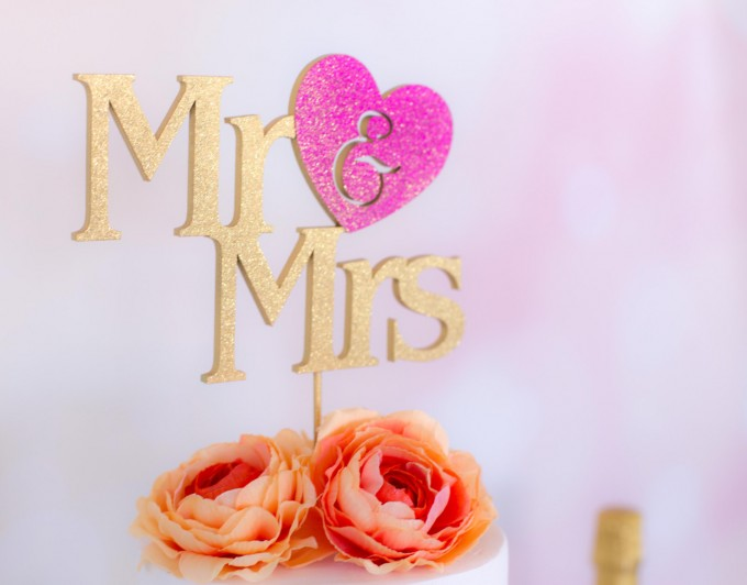 mr and mrs cake topper with hot pink heart | win a free cake topper http://emmalinebride.com/2016-giveaway/free-cake-topper/