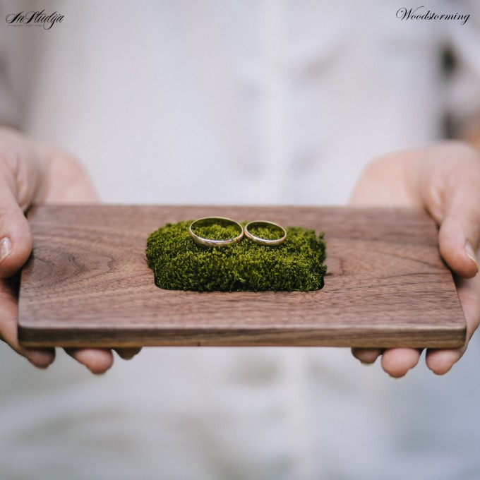 This beautiful wood ring pillow with moss holder is ideal for rustic or woodland weddings. By Woodstorming. Via Emmaline Bride. Link: http://emmalinebride.com/wedding/wood-ring-pillow-moss/