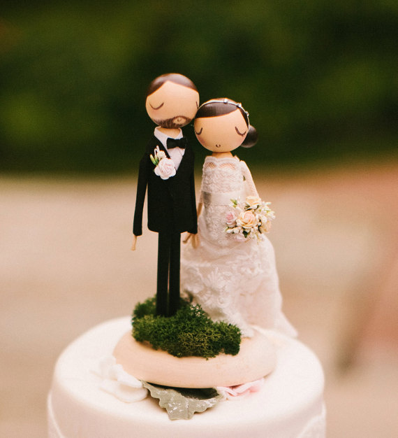moss couple cake topper