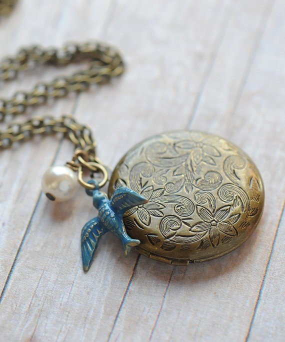 rustic wedding locket by limonbijoux | country bridesmaid gifts under $25 via https://emmalinebride.com/rustic/country-bridesmaid-gifts/