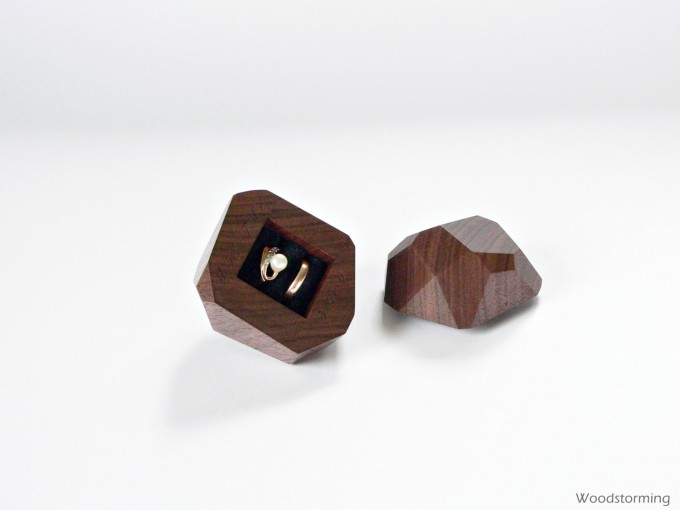 Wood ring bearer box by Woodstorming | https://emmalinebride.com/2016-giveaway/wood-ring-bearer-box/
