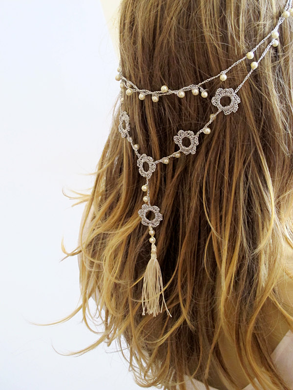 Tassel hair chain for the bride by Selenayy via 21 Festive Tassel Wedding Decorations & Accessories | http://emmalinebride.com/themes/tassel-wedding-decorations/