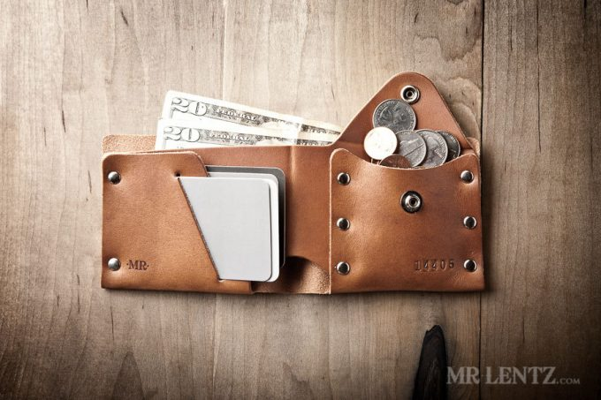 Leather wallets groomsmen will love as gifts! By Mr. Lentz | http://emmalinebride.com/gifts/leather-wallets-groomsmen-gifts/