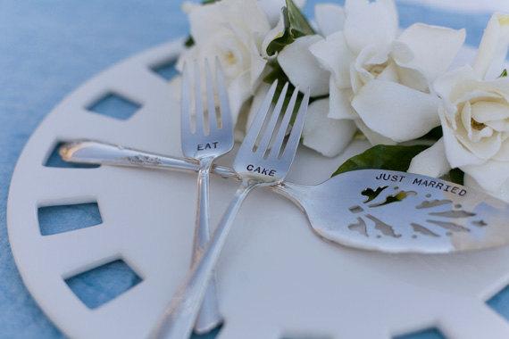 WEDDING ADVICE:  Do you NEED a cake server? | https://emmalinebride.com/cake/do-you-need-a-cake-server