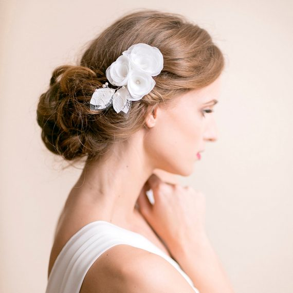 Wedding flower headpieces for wedding | by Florentès | https://emmalinebride.com/bride/flower-headpieces-wedding/