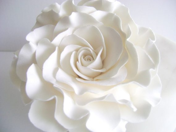 Rose cake topper in white by Parsi