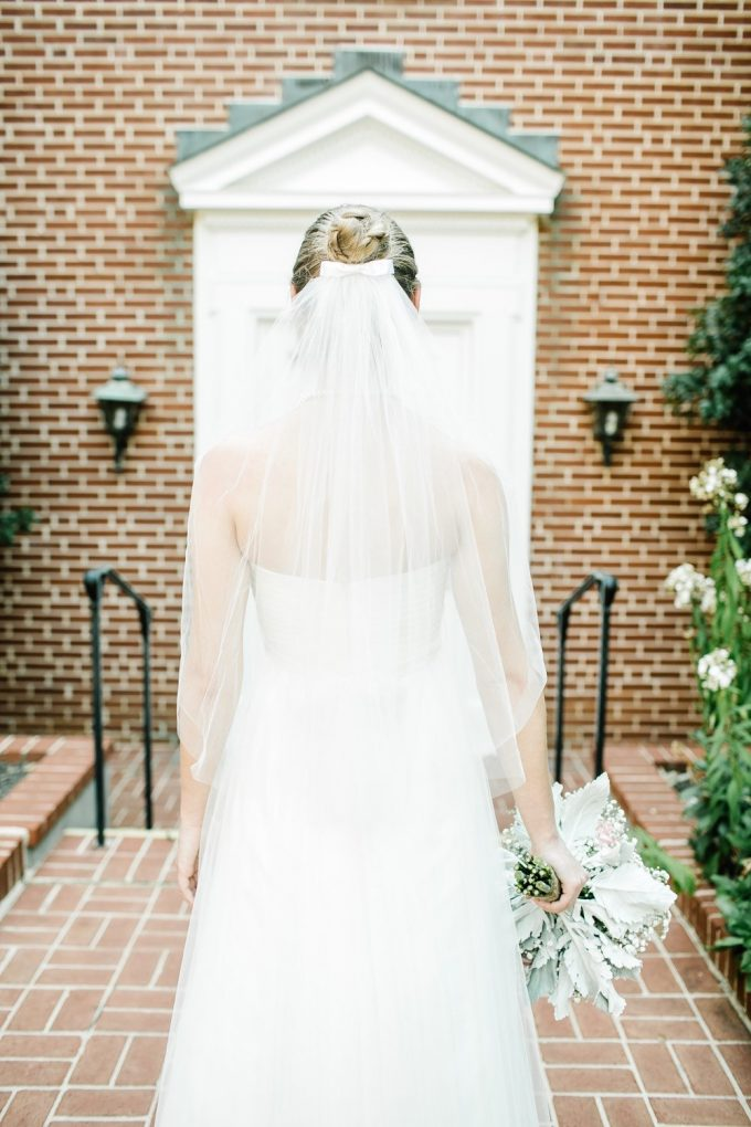 bow wedding veil | via FREE wedding veil giveaway at Emmaline Bride from Blanca Veils: https://emmalinebride.com/bride/free-wedding-veil/