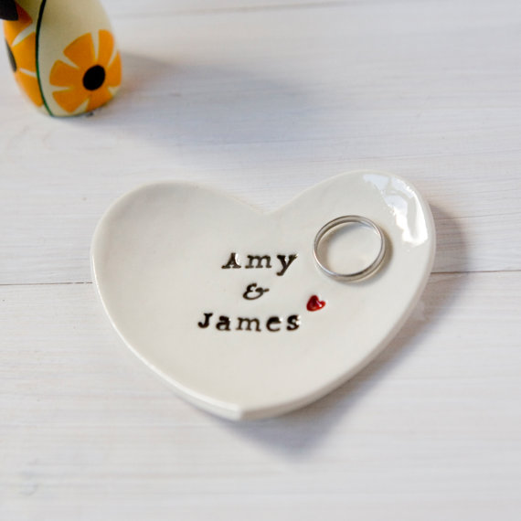 Engagement ring dishes | via Emmaline Bride | https://emmalinebride.com/engagement/beautiful-engagement-ring-dishes/