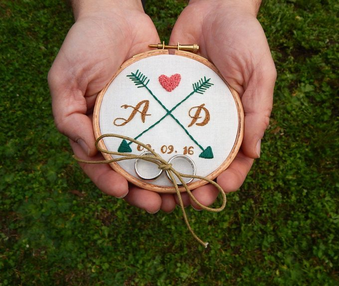 hoop art ring bearer pillow alternative | via Heart and Arrow Wedding Ideas: https://emmalinebride.com/themes/heart-and-arrow-wedding-ideas
