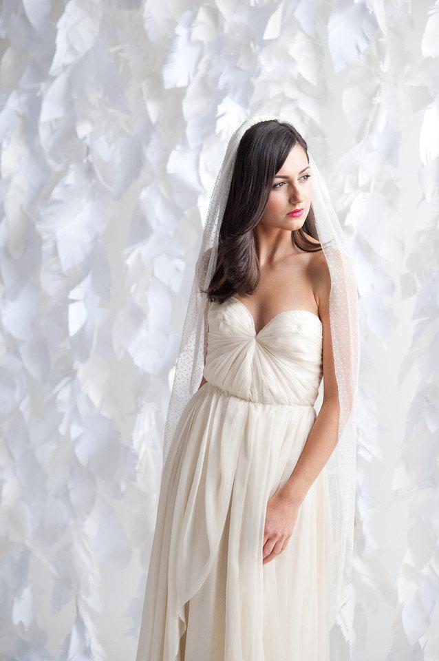 long wedding veils under $200 | https://emmalinebride.com/bride/long-wedding-veils-under-200/
