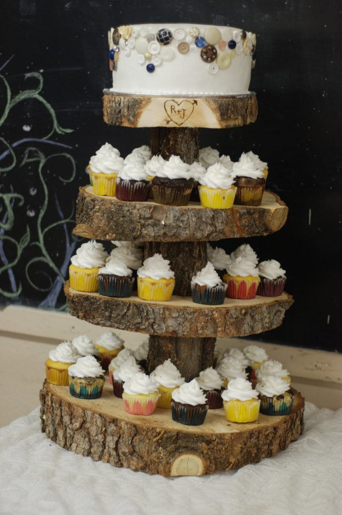 rustic cake and cupcake stand | via Heart and Arrow Wedding Ideas: https://emmalinebride.com/themes/heart-and-arrow-wedding-ideas