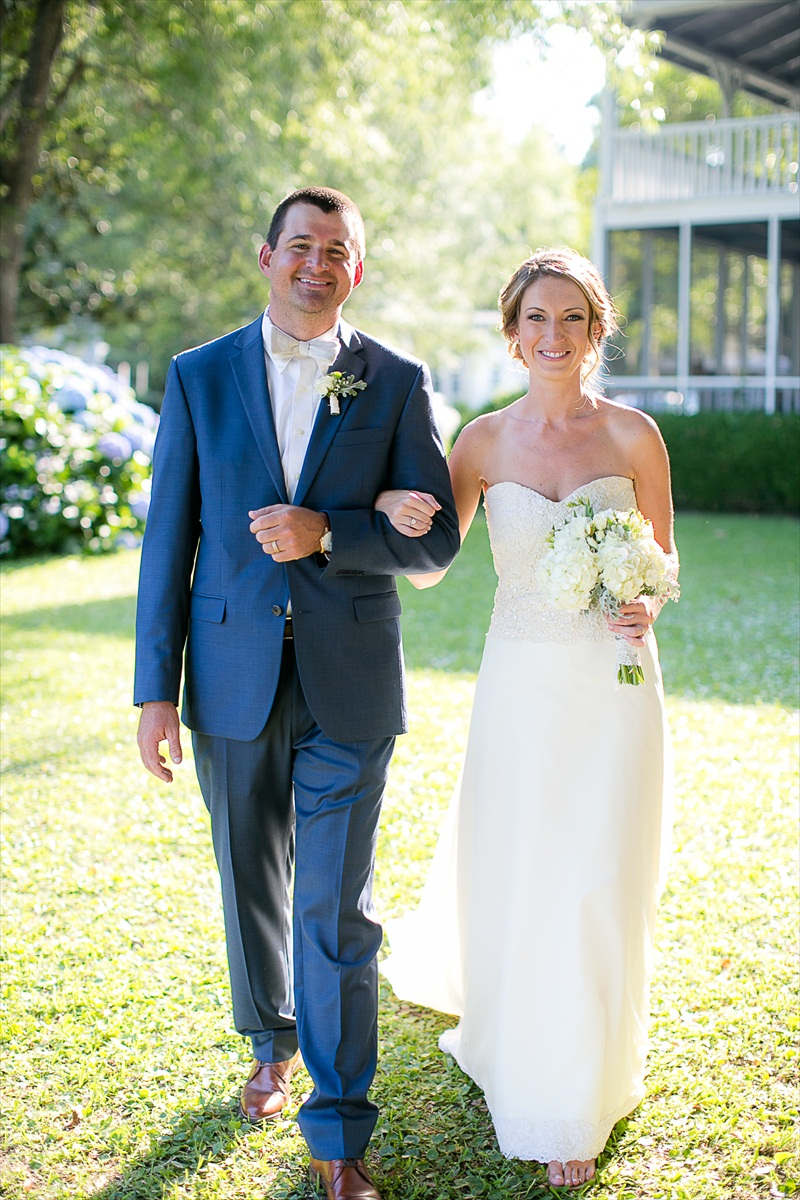 Wilmington NC Outdoor Wedding:  Lauren + Lars - photo by Eric Boneske | https://emmalinebride.com/real-weddings/wilmington-nc-outdoor-wedding/