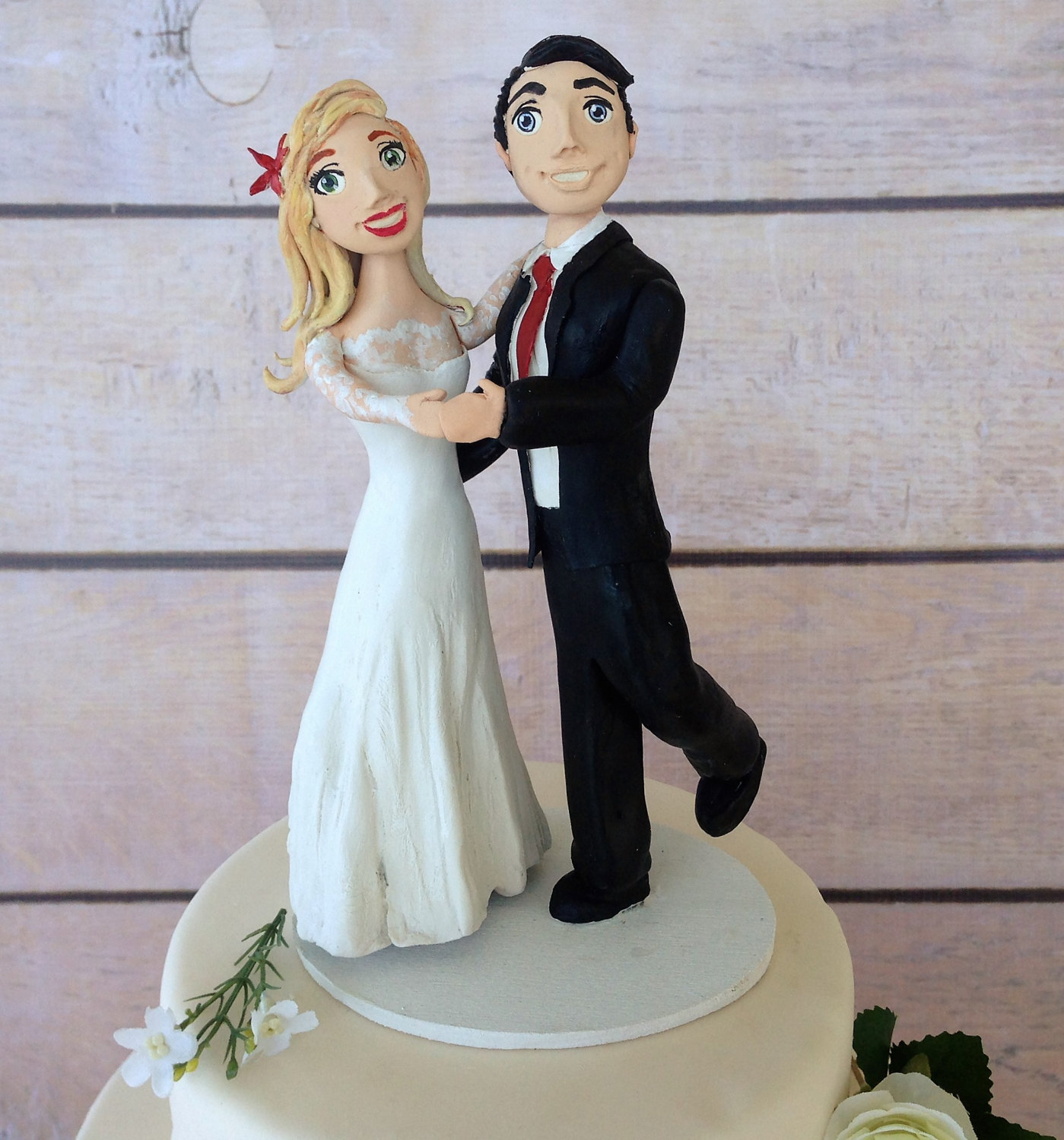 dancing bride and groom cake topper | https://emmalinebride.com/wedding/dancing-bride-and-groom-cake-topper/