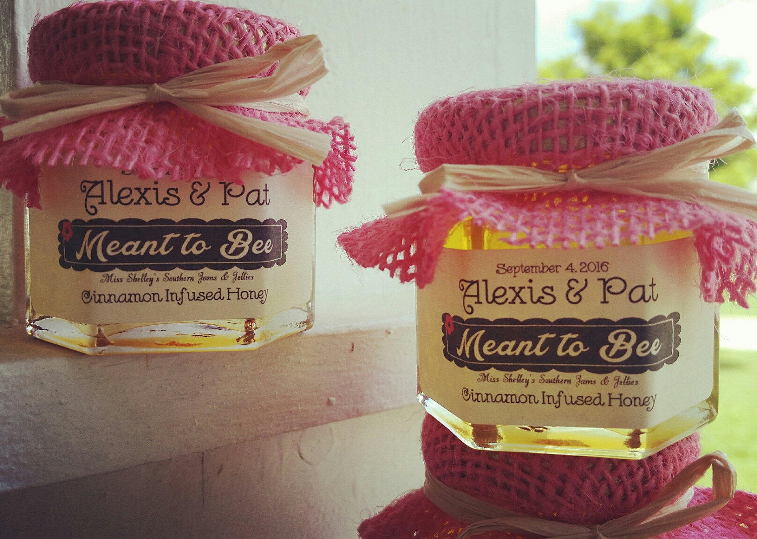 honey wedding favors | https://emmalinebride.com/favors/honey-wedding-favors-mini-jars/