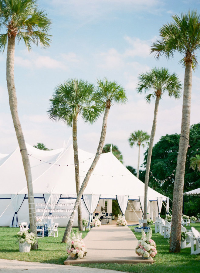 palm tree wedding reception - photo by kt merry photography | 27 Tropical Palm Tree Wedding Ideas | https://emmalinebride.com/themes/palm-tree-wedding-ideas/