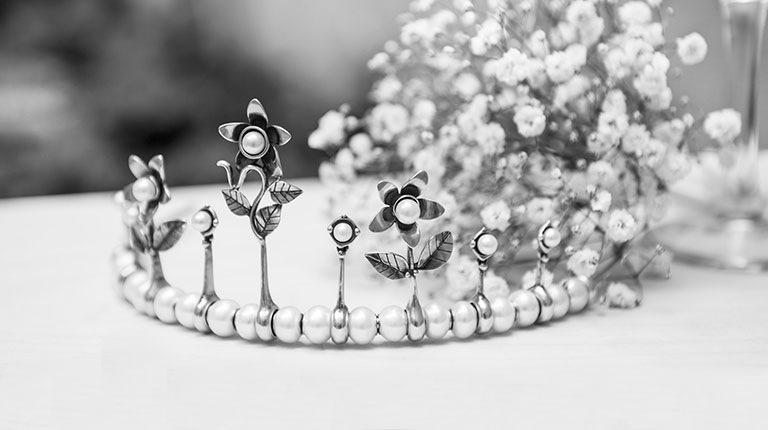 how to make your own wedding tiara | http://emmalinebride.com/bride/how-to-make-your-own-wedding-tiara/ | trollbeads beads and supplies