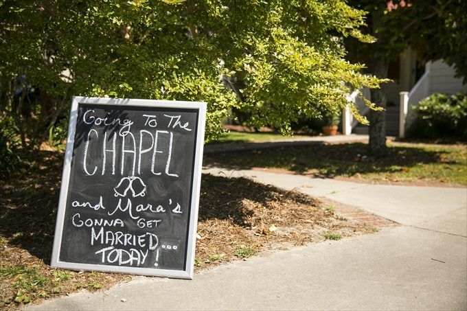 chalkboard chapel wedding sign in this Crystal Coast Wedding | North Carolina wedding photographed by Ellen LeRoy Photography - https://emmalinebride.com/real-weddings/breathtaking-crystal-coast-wedding-mara-will-married