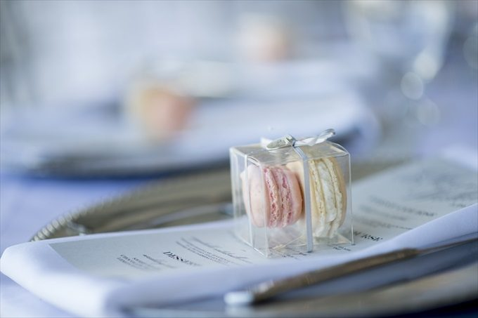 macaroon wedding favors in this Crystal Coast Wedding | North Carolina wedding photographed by Ellen LeRoy Photography - https://emmalinebride.com/real-weddings/breathtaking-crystal-coast-wedding-mara-will-married/