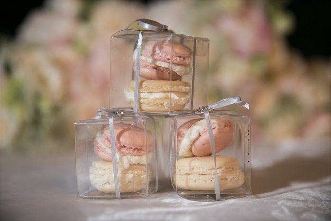 wedding macaroon favors in this Crystal Coast Wedding | North Carolina wedding photographed by Ellen LeRoy Photography - https://emmalinebride.com/real-weddings/breathtaking-crystal-coast-wedding-mara-will-married/
