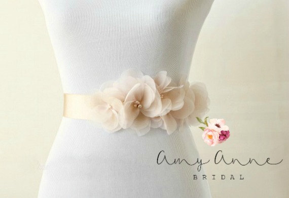 How to Tie a Wedding Dress Sash | Sash by Amy Anne Bridal | via https://emmalinebride.com/bride/how-to-tie-wedding-dress-sash/