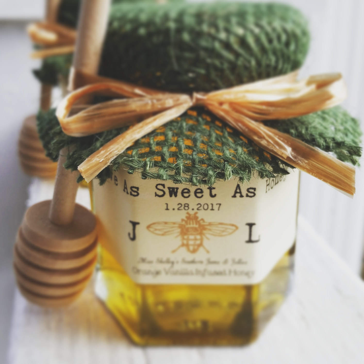 honey jars as wedding favors