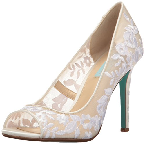 ivory wedding heels with embroidery // http://amzn.to/2ykbrcq