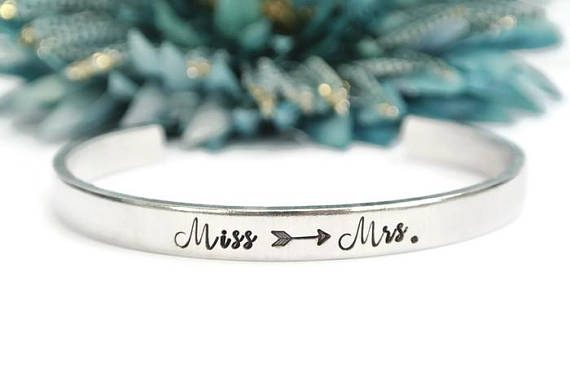 unique engagement gifts for her