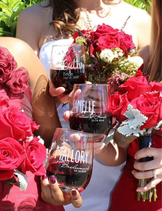 personalized bridesmaid wine glasses | by scissormill | via https://emmalinebride.com/gifts/personalized-bridesmaid-wine-glasses/