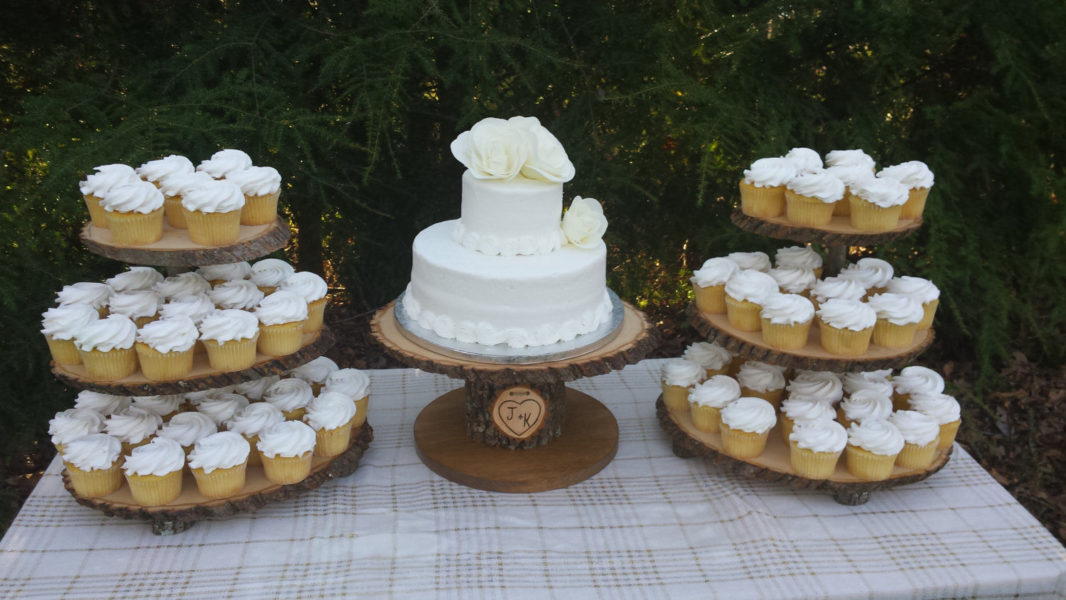 cupcake wedding favors and cupcake boxes