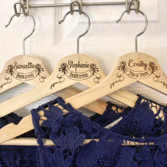 bridesmaid hangers for your wedding party