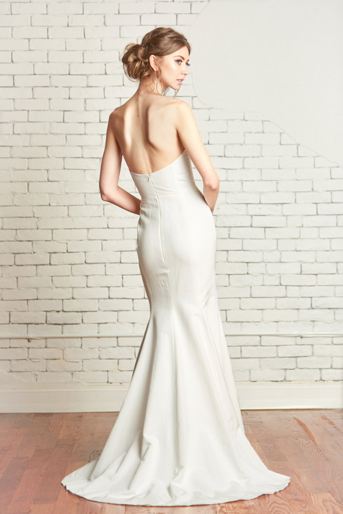 sleek strapless mermaid fishtail wedding dress