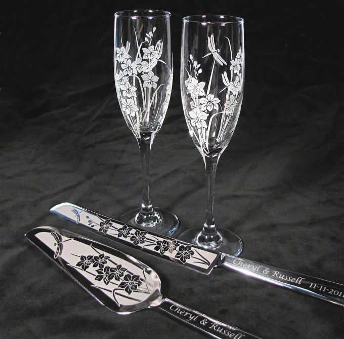 dragonfly champagne flutes via https://etsy.me/2JSIhJS