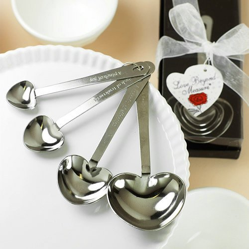 wedding favors ideas - heart-shaped measuring spoons via http://shrsl.com/153vj