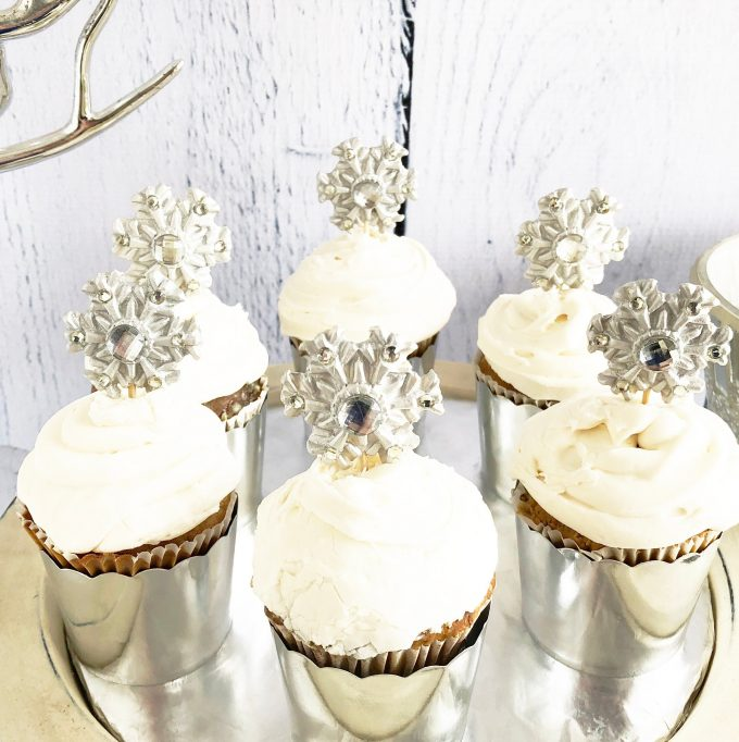 winter wedding cupcakes