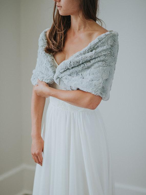 winter wedding faux fur shawl