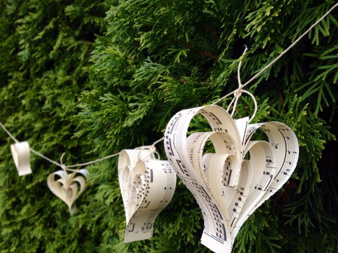 paper heart garland for wedding