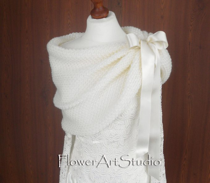 winter wedding wraps for bridesmaids