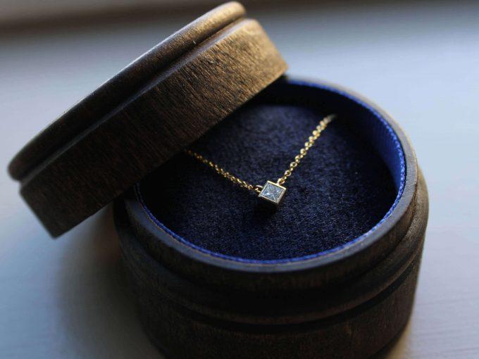 minimalist diamond necklace
