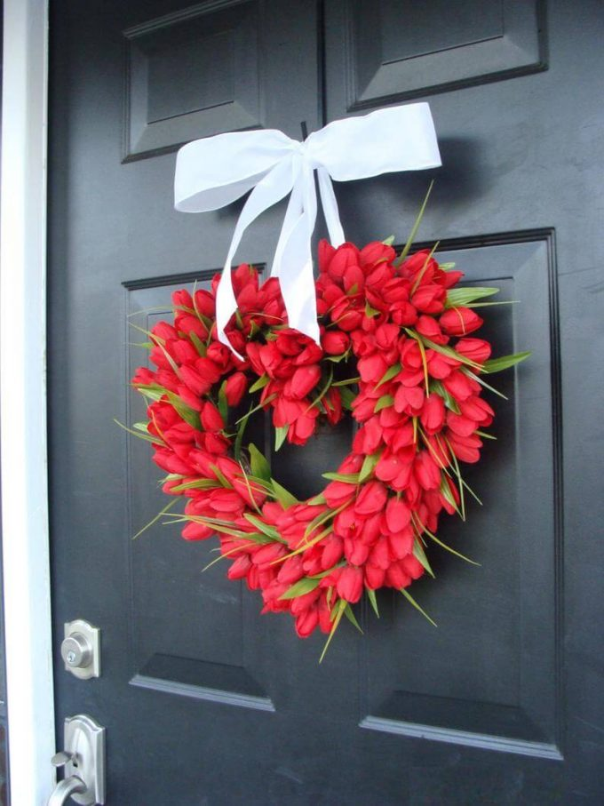 red tulip valentine wreath
