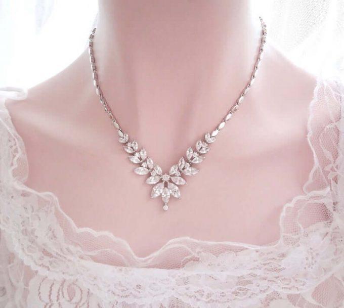 wedding jewelry with strapless dress
