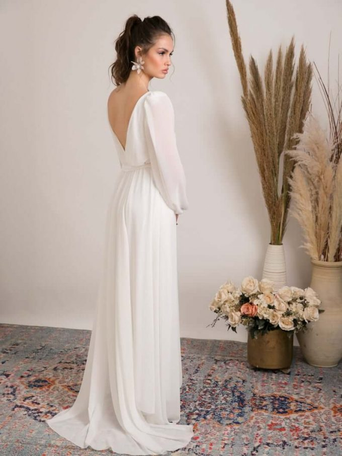 wedding dress that covers shoulders
