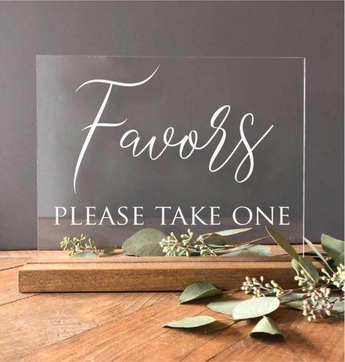 display favors at weddings
