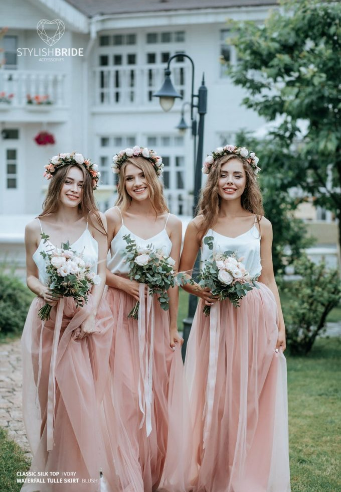 does the bride pay for the bridesmaids dresses
