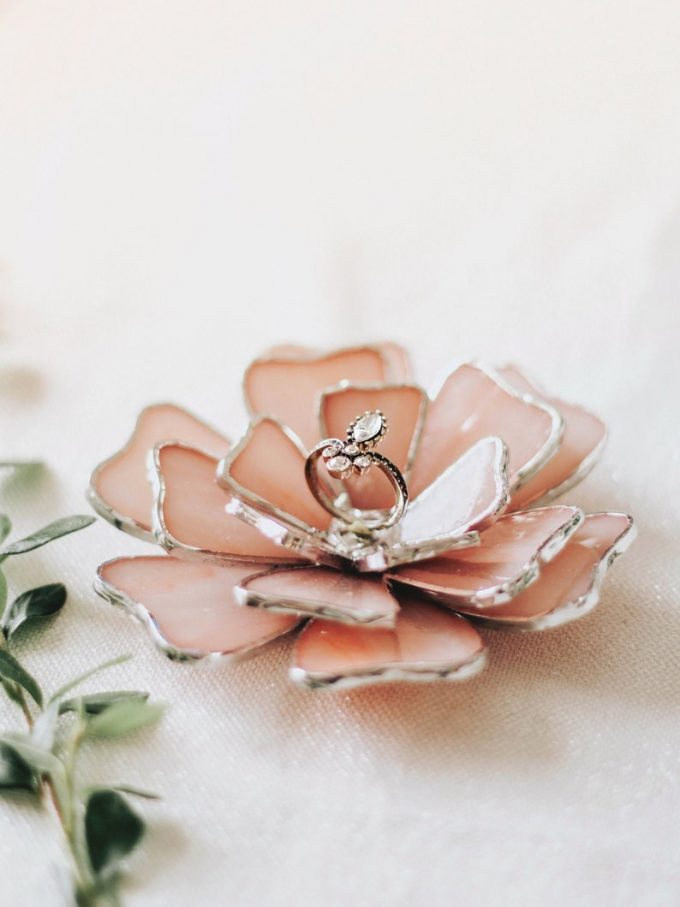 glass flower ring holder