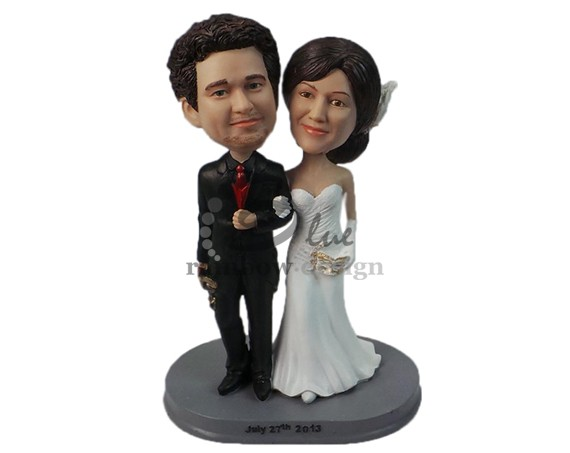 Custom Wedding Bobbleheads | https://emmalinebride.com/gifts/custom-wedding-bobbleheads/