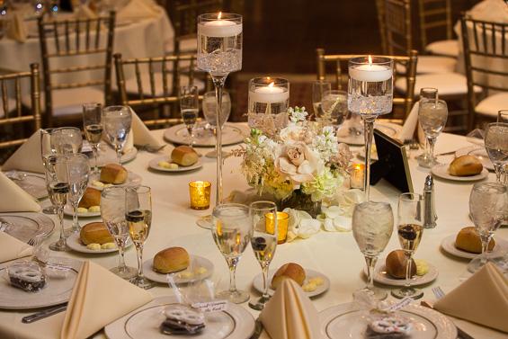 table reception decor at Crystal Tea Room Wedding - photo: Daniel Fugaciu Photography | via https://emmalinebride.com