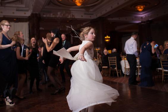 flower girl dances at wedding reception - photo: Daniel Fugaciu Photography | via https://emmalinebride.com