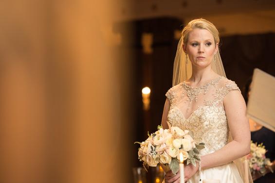 bride with bouquet ready at alter - photo: Daniel Fugaciu Photography | via https://emmalinebride.com