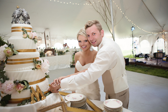 KimAnne Photography - iowa backyard wedding - bride-and-groom-cut-the-cake
